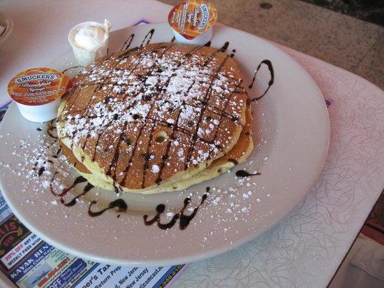 Pink Cadillac Diner : Chocolate chip pancake