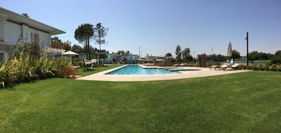 Cornelia Diamond Golf Resort & Spa: Наш бассейн, вода всегда теплая.