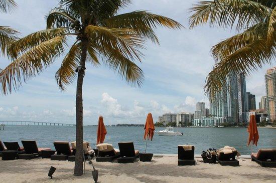Mandarin Oriental, Miami: Пляжный клуб в отеле с насыпным песком
