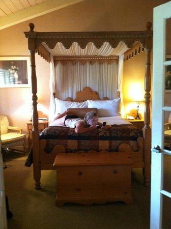 Inn at Pasatiempo: Bedroom