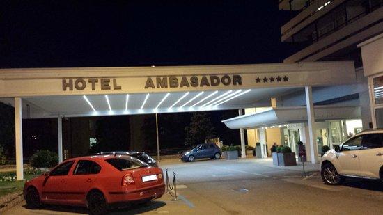 Remisens Premium Hotel Ambasador: Entrada do hotel