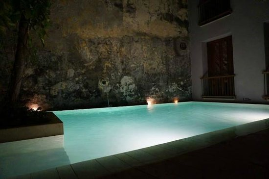 Anandá Hotel Boutique: courtyard pool