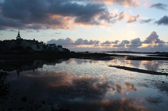 Hotel La Résidence des Artistes: tramonto su Roscoff