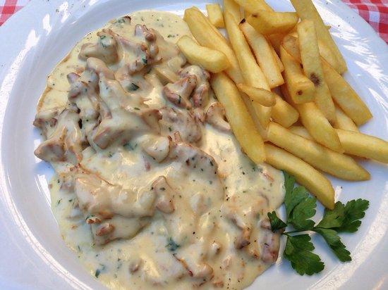 Immer Satt: Pork and local seasonal mushrooms (Chanterelles)