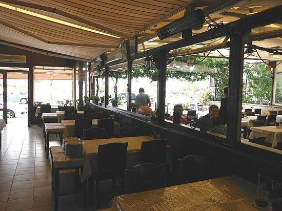 Mezgit Restaurant : seen from the meze counter - towards the street