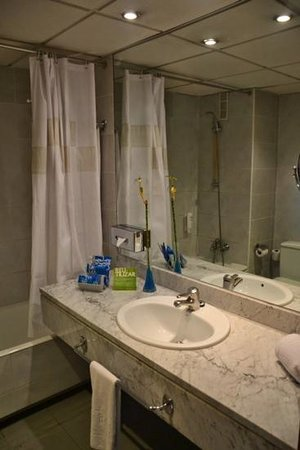 Tryp Barcelona Apolo Hotel: bathroom
