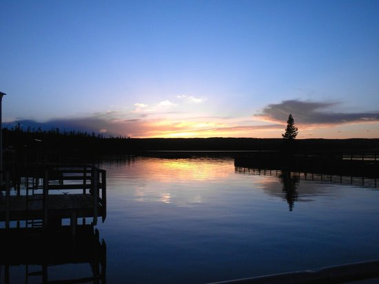 Grant Village Lodge : Sunset at the lake Yellowstone (walking distance from Grant Village)