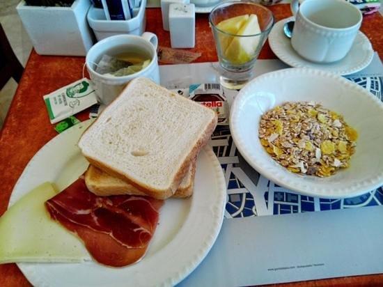 Tryp Barcelona Apolo Hotel: un tout petit échantillon du breakfast