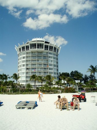 Grand Plaza Beachfront Resort Hotel & Conference Center: hotel from beach