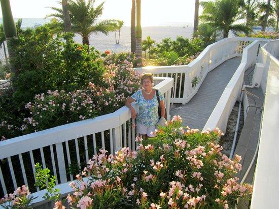 Grand Plaza Beachfront Resort Hotel & Conference Center: ramp to beach