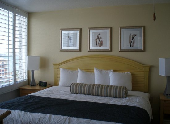 Grand Plaza Beachfront Resort Hotel & Conference Center: nice bed