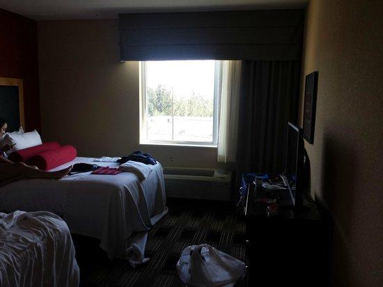 quarto picture of cambria hotel miami airport blue. Black Bedroom Furniture Sets. Home Design Ideas