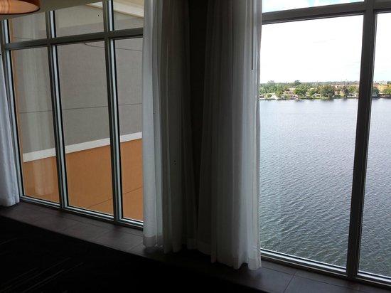 Cambria hotel & suites Miami Airport - Blue Lagoon: Vista do Lago