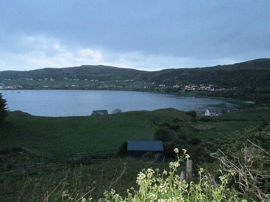 Uig Hotel: View of UIG Bay from the Front of the Hotel