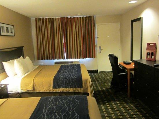 Stanford Inn & Suites: Comfy beds