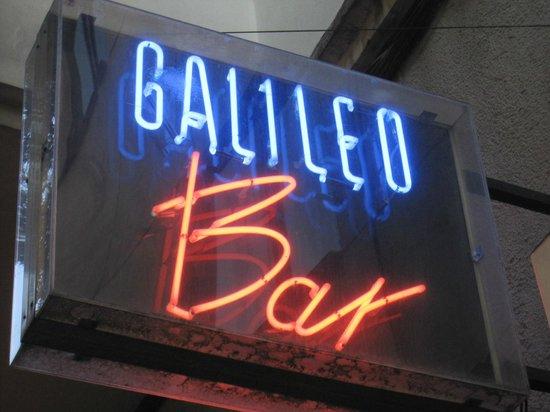 Galileo Galilei: Letrero luminoso del local