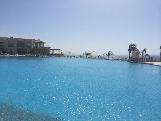 Cleopatra Luxury Resort Sharm El Sheikh: Lovely relaxing infinity pool