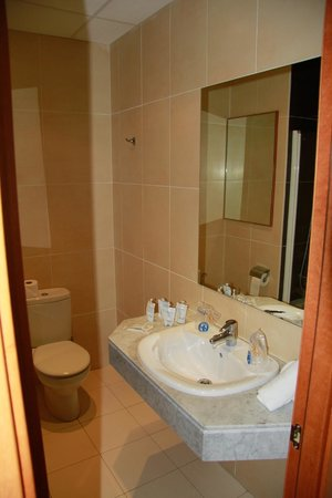 Ohtels San Salvador: Ванная комната