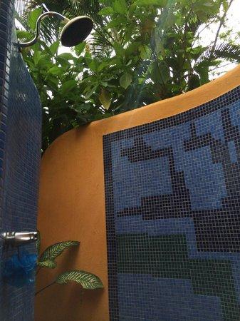 Hotel Vista de Olas : Outdoor shower