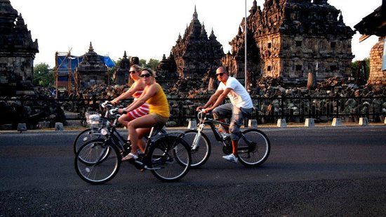 Temple de Prambanan : Experiencing to visit one of the largest Hindu temple in Asia.