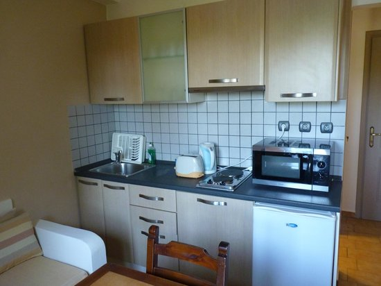 Lefka Apartments: The kitchen area
