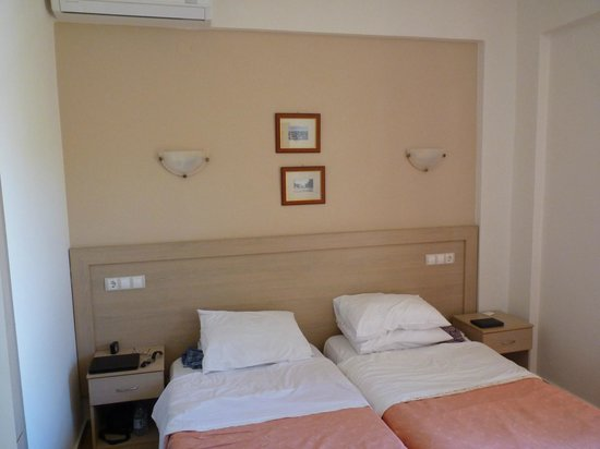 Lefka Apartments: The bedroom