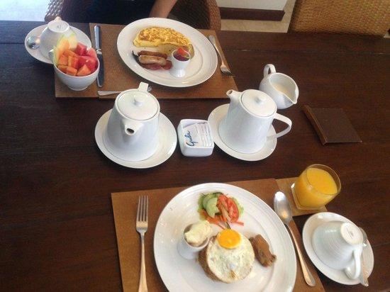 Kampoeng Villa: Breakfast 2