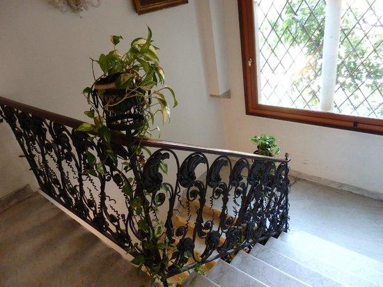 Locanda San Barnaba: escalier menant aux suites