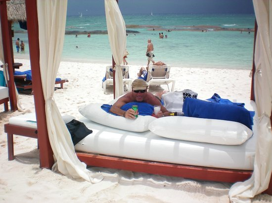 Luxury Bahia Principe Sian Ka'an Don Pablo Collection : Our Beach Bed at the Privilege Beach section