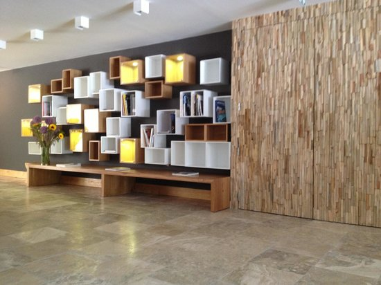 Dominique Colonna : Bibliothèque a la réception