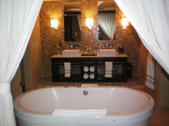 Azul Beach Resort Riviera Maya: Our awesome bathroom in the Honeymoon Suite