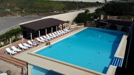 Calabona Hotel Alghero Sardegna: View of the pool from our room