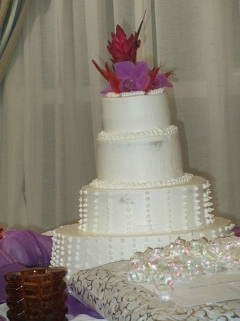 Luxury Bahia Principe Cayo Levantado Don Pablo Collection: Cake at Wedding