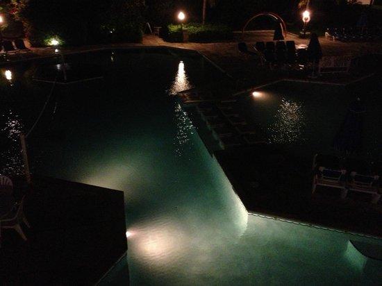 Breezes Resort & Spa Bahamas : lit up at night