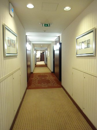 Evergreen Laurel Hotel: corridoio hotel