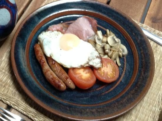 Vinegar Hill Pottery B & B: Delicious breakfast.