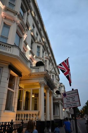 Radisson Blu Edwardian Vanderbilt: front of the hotel