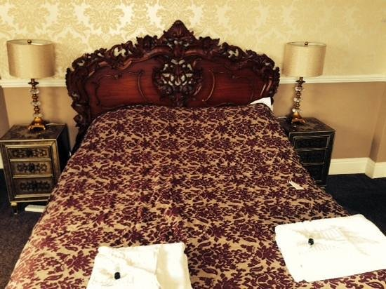 The Manor Hotel: very comfy bed