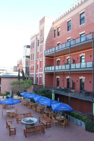 Fairmont Heritage Place, Ghirardelli Square: Двор отеля