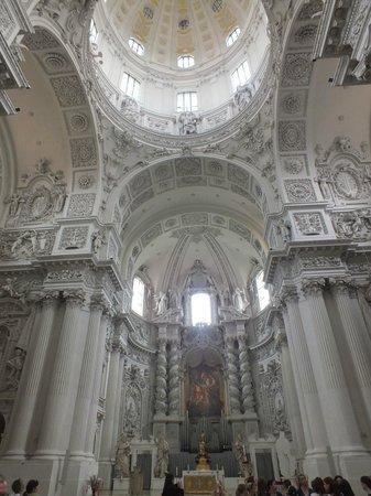 Theatinerkirche St. Kajetan: Церковь