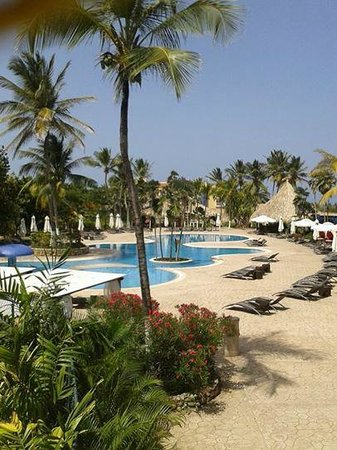 Hesperia Playa El Agua: Piscina del Edén vista desde el Restaurante El Peñero