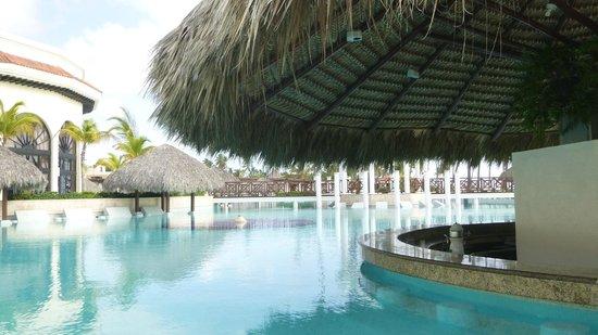 Paradisus Palma Real Golf & Spa Resort: main pool bar