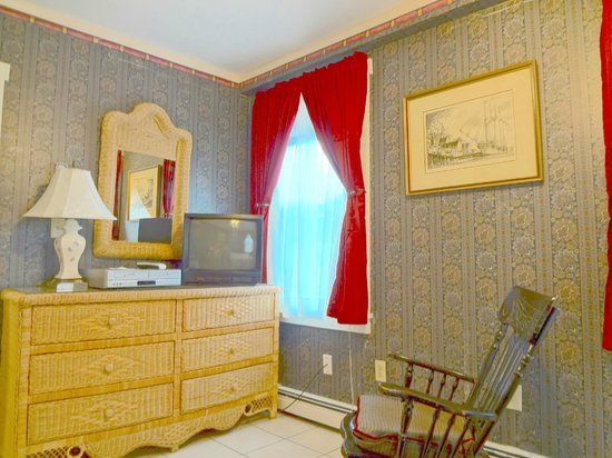 The Henry Collins Inn: Henry's Suite (rm 4)