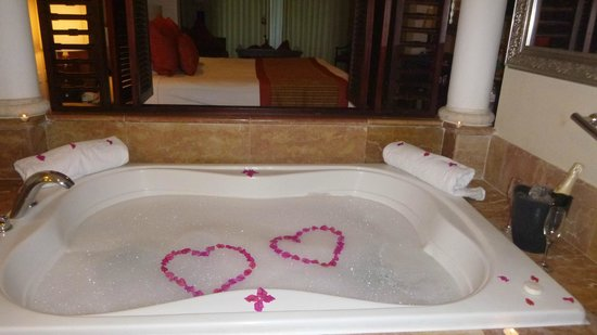 Paradisus Palma Real Golf & Spa Resort: our butler prepared a champagne bath for us to return to after a day at the beach