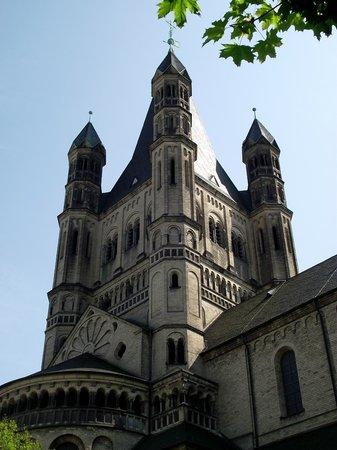 Groß St. Martin: Igreja St. Martin vista da praça homônima.