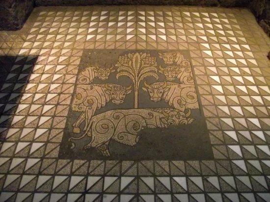 Groß St. Martin: Um dos mosaicos no piso da igreja.