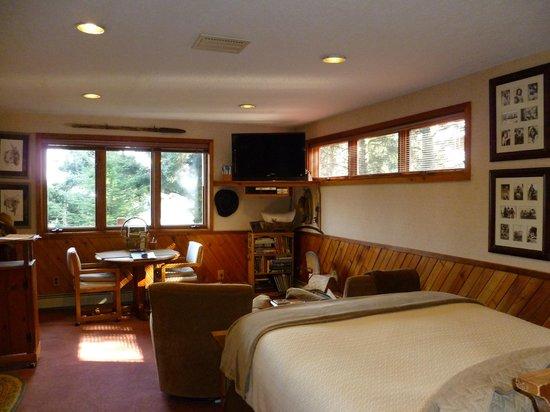 A Channel View B&B: Western Alaska Suite