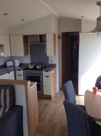Presthaven Holiday Park: Kitchen area prestige caravan