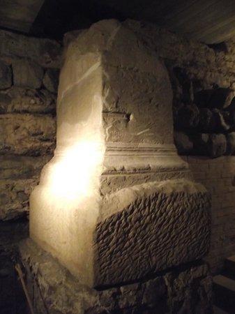 Groß St. Martin: Cripta da igreja.