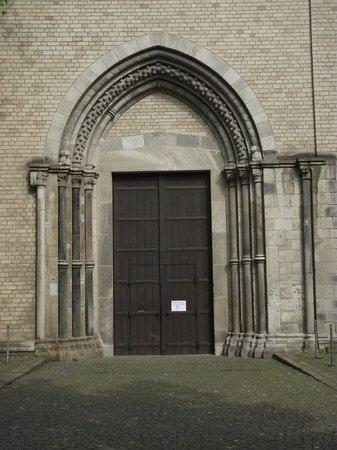 Groß St. Martin: Porta principal (mas a entrada é pela lateral) da igreja.